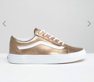 http://www.asos.fr/vans/vans-old-skool-baskets-unisexes-en-exclusivite-metallise-or-rose/prd/6727499?iid=6727499&clr=Orrosemtallis&SearchQuery=&cid=6456&pgesize=68&pge=1&totalstyles=272&gridsize=3&gridrow=3&gridcolumn=2