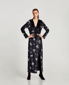 https://www.zara.com/be/en/woman/dresses/maxi/velvet-floral-kimono-c733888p5049524.html