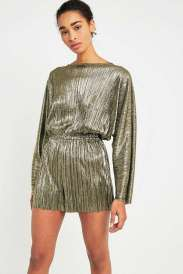 https://www.urbanoutfitters.com/fr-fr/shop/pins-needles-metallic-plisse-playsuit?category=new-in-womens-clothing&color=070