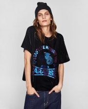 https://www.zara.com/be/fr/t-shirt-en-velours-avec-feuille-de-m%C3%A9tal-p00264244.html?v1=5272033&v2=840002#selectedColor=800&origin=shopcart