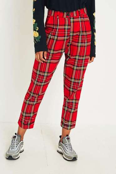 https://www.urbanoutfitters.com/fr-fr/shop/urban-renewal-remnants-red-tartan-trousers?category=new-in-womens-clothing&color=060