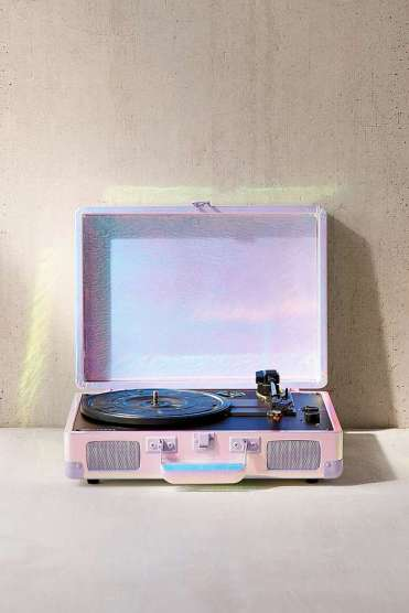 https://www.urbanoutfitters.com/fr-fr/shop/crosley-lavender-ice-cruiser-bluetooth-record-player?category=homeware-sale&color=053
