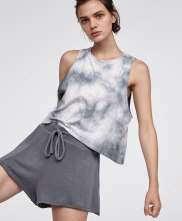 https://www.oysho.com/be/sport/voir-tout/t-shirt-tie-dye-c1010200548p101190503.html?typeCategory=0