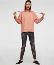 https://www.oysho.com/be/sport/voir-tout/legging-dark-flowers-c1010200548p101087017.html?typeCategory=0