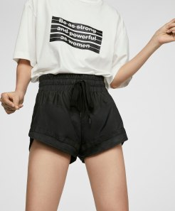 https://www.oysho.com/be/sport/voir-tout/t-shirt-message-oversize-c1010200548p101077033.html?typeCategory=0