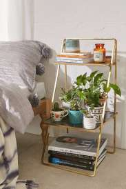 https://www.urbanoutfitters.com/fr-fr/shop/zoe-plant-stand?category=homeware-sale&color=000