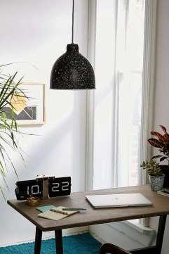 https://www.urbanoutfitters.com/fr-fr/shop/flecked-pendant-light?category=homeware-sale&color=001