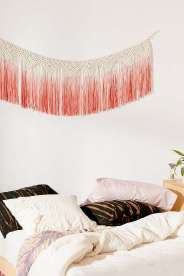https://www.urbanoutfitters.com/fr-fr/shop/maryam-macrame-fringe-banner?category=homeware-sale&color=066