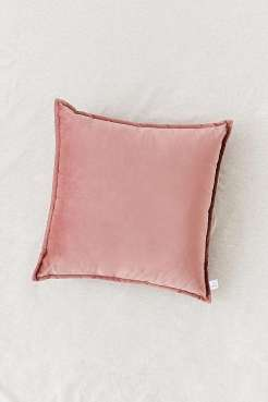 https://www.urbanoutfitters.com/fr-fr/shop/mauve-velvet-throw-cushion?category=homeware-sale&color=054