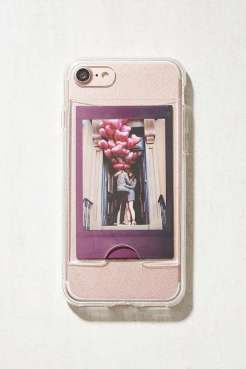 https://www.urbanoutfitters.com/fr-fr/shop/instax-photo-frame-iphone-7-case?category=homeware-sale&color=000