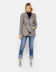 https://www.bershka.com/be/femme/*vendredi-noir/v%C3%AAtements-*vendredi-noir/blazer-%C3%A0-%C3%A9paulettes-avec-ceinture-c1010240163p101097973.html?colorId=200&keyWordCatentry=Blazer+%C3%A0+%C3%A9paulettes+avec+ceinture
