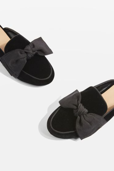 http://eu.topshop.com/en/tseu/product/sale-6923953/shop-all-black-friday-offers-7181251/luna-bow-loafers-6982611?bi=211&ps=20