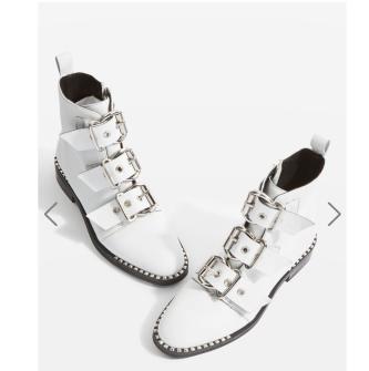 http://fr.topshop.com/fr/tsfr/produit/promos-6860794/chaussures-promos-7136767/bottines-%C3%A0-boucle-alfie-7289996?bi=0&ps=20