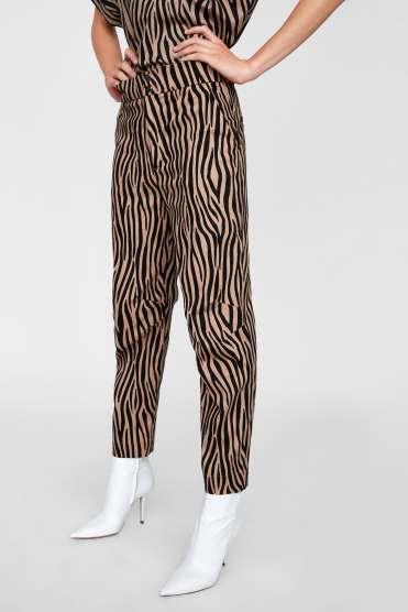 https://www.zara.com/be/fr/pantalon-imprim%C3%A9-bicolore-p02823857.html?v1=6454575&v2=1074555