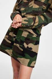 https://www.zara.com/be/en/zw-premium-camouflage-shirt-p09632260.html?v1=7292550&v2=1074660#selectedColor=505&origin=shopcart