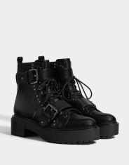 https://www.bershka.com/be/femme/black-friday/-30%25-black-friday/bottines-plateforme-clout%C3%A9es-c1010263535p101760953.html?colorId=040