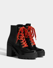 https://www.bershka.com/be/femme/black-friday/-30%25-black-friday/bottines-plateforme-talon-c1010263535p101662555.html?colorId=040