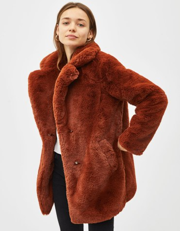 https://www.bershka.com/be/femme/black-friday/-30%25-black-friday/manteau-de-fourrure-long-%C3%A0-revers-c1010263535p101540539.html?colorId=646