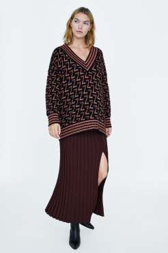 https://www.zara.com/be/en/metallic-thread-sweater-with-zara-logo-p06771115.html?v1=7726042&v2=1121015