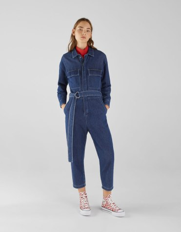 https://www.bershka.com/be/femme/black-friday/-50%25-black-friday/combinaison-boutonn%C3%A9e-en-jean-c1010263534p101604173.html?colorId=400