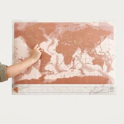 https://www.urbanoutfitters.com/fr-fr/shop/rose-gold-scratch-map?category=gifts-fun&color=028