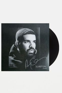 https://www.urbanoutfitters.com/fr-fr/shop/drake-scorpion-2xlp?category=gifts-tech&color=000