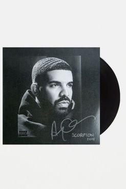 https://www.urbanoutfitters.com/fr-fr/shop/drake-scorpion-2xlp?category=gifts-tech&color=000
