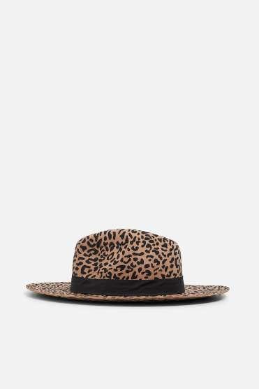https://www.zara.com/be/fr/chapeau-imprim%C3%A9-l%C3%A9opard-p00049003.html?v1=8021576&v2=1180390