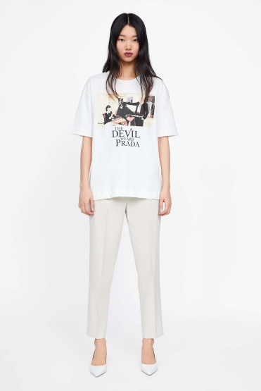 https://www.zara.com/be/fr/t-shirt-%C2%AB%C2%A0the-devil-wears-prada%C2%A0%C2%BB-%C2%A9-2019-p06050311.html?v1=8763716&v2=1180422