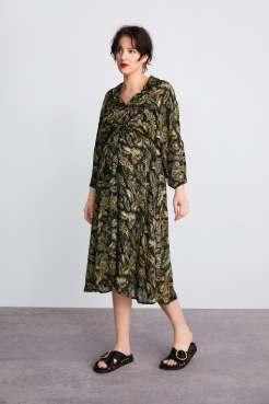 https://www.zara.com/be/fr/robe-longue-%C3%A0-imprim%C3%A9-feuilles-p07521032.html