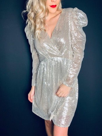 https://hangar86.be/robes/10867-robe-sparkle.html